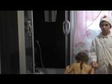 Дети играют в доктора - Как не болеть? Закаливание, обливание холодной водой