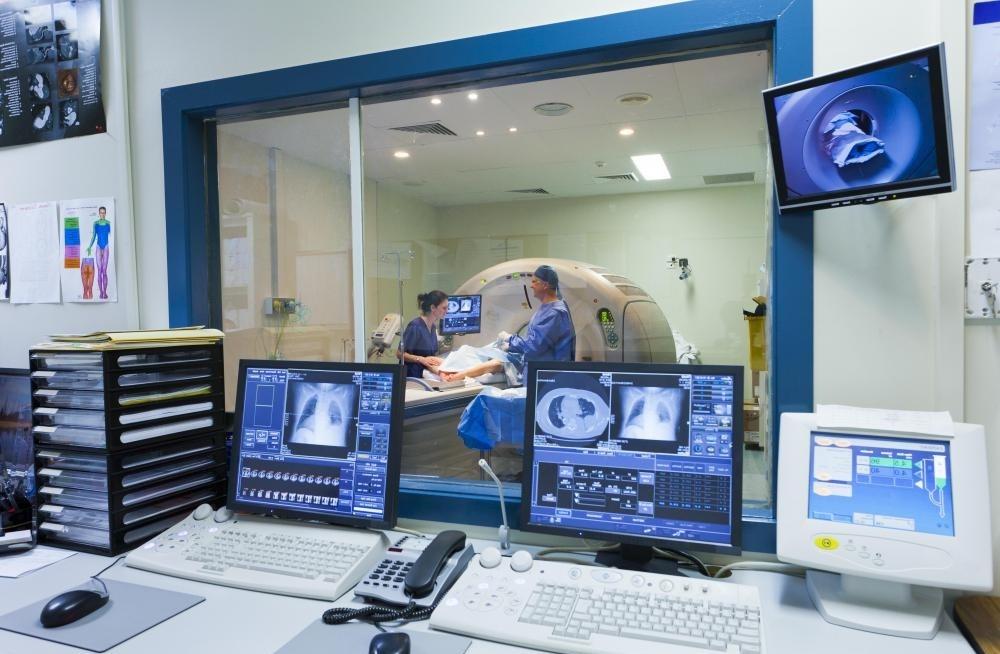 МРТ-сканирование должно интерпретироваться опытным радиологом и часто может помочь в диагностике.