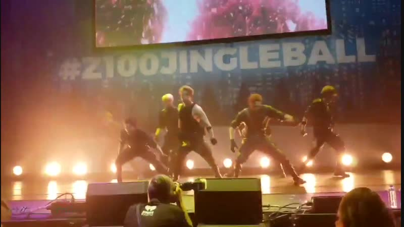 [VK][181207] MONSTA X fancam - SHOOT OUT @ Pepsi x Jingle Ball All Access Lounge in New York
