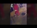 Билли Джо Сондерс бросает курицу в Деонтея Уайлдера
