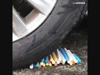 Asmr-тренд: давить колёсами вещи