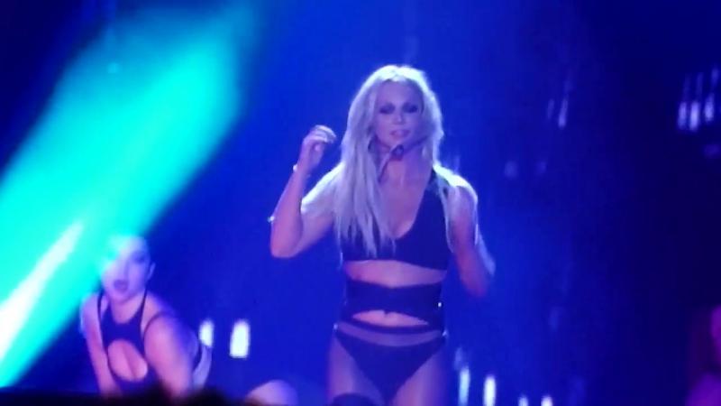 Britney Spears - Im A Slave 4 U Make Me Freakshow Do Somethin (Live In Tel Aviv 2017)