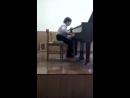Менуэт . И.С.Бах. За роялем - Витя Шевчук.