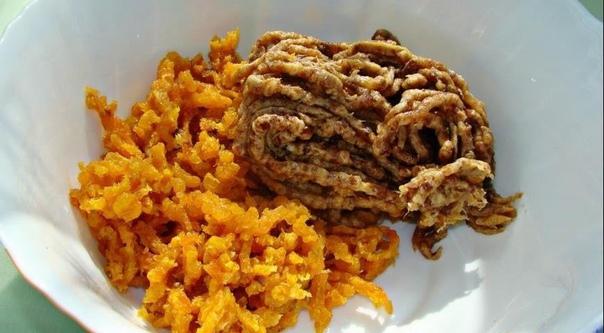 финиковая колбаска вкусный и полезный десерт из сухофруктов. в сочетании с орешками это лакомство очень подходит как для постного питания, так и тем, кто следит за своей фигурой. сохрани и