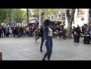 Более миллиона просмотров: бабушка заразила своим танцем людей на остановке в Тбилиси