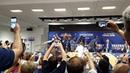 Французские игроки обили всех шампанским на пресс конференции