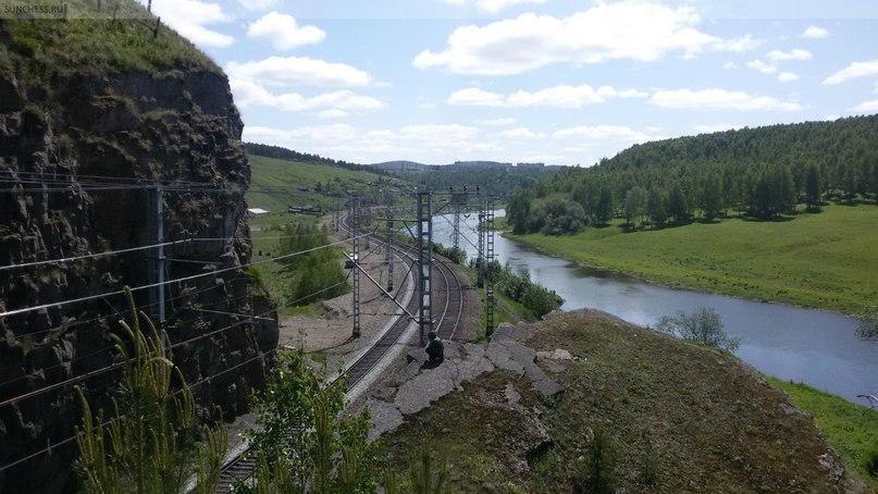 Усть-Катав. Транссибирская магистраль, вид на старую станцию напротив Станционной пещеры
