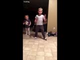 Мама разыграла детей игрушечным языком