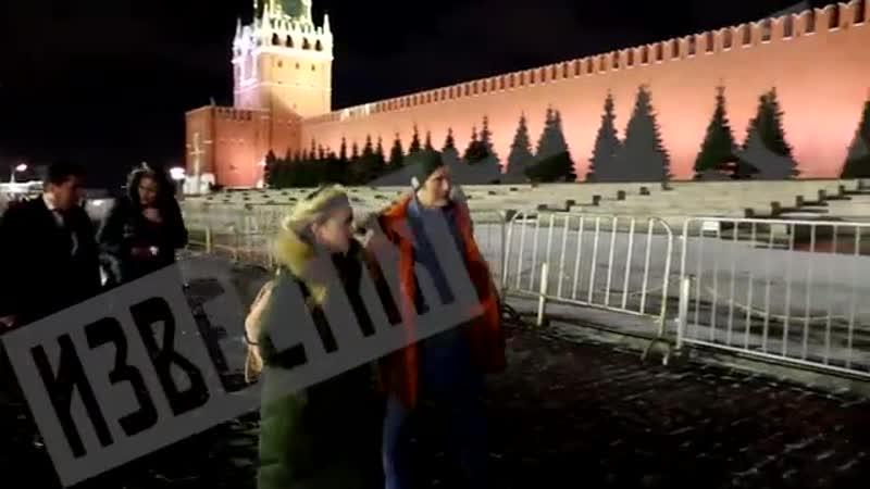 Звезда сериала Ганнибал прогулялся по Красной площади и прокатился по Москве на Lamborghini РЕН ТВ mp4