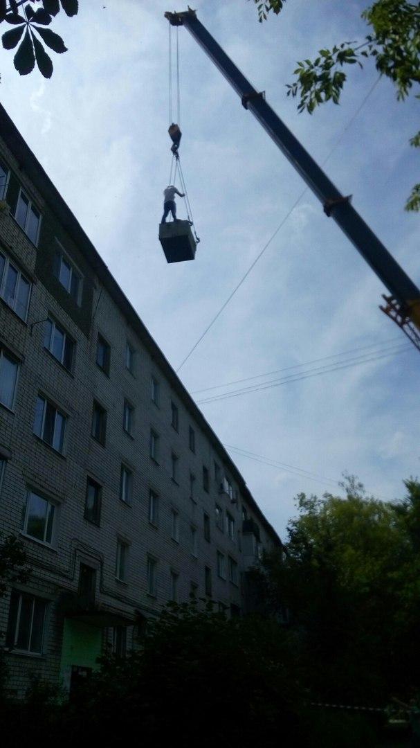 Фото: строители поразили жителей Брянска смертельно опасным «цирковым номером»