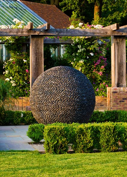 Арт-объекты в саду (4 фото) - картинка