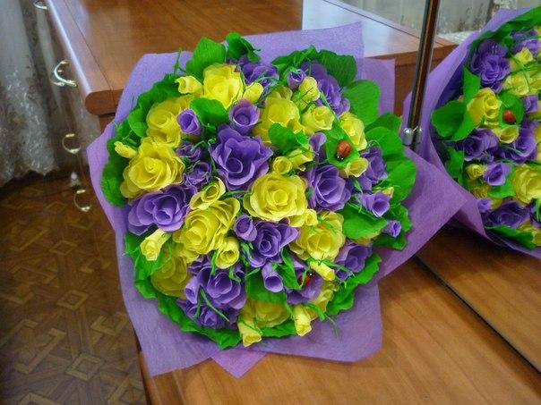 Поделка букеты цветов из гофрированной бумаги6