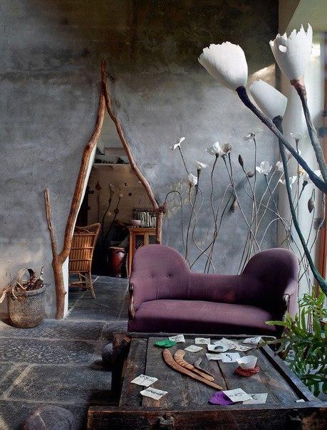 Сказочный дом художницы во Фландрии Художница Рос ван де Велде придумала свой собственный мир – и в фарфоре, с которым она работает, и в доме в бельгийской провинции, где она живет. Рос ван де Велде вспоминает, что с детства не дружила с реальностью.