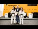 Донна Дудаева и Диана Гаглоева продемонстрировали в Sputnik свои коронные приемы