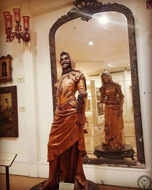 Двойная статуя Мефистофеля и Маргариты.