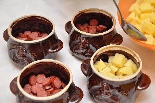 Охотничьи колбаски с картофелем в горшочках Ингредиенты на