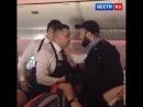 Неадекватный пассажир набросился на бортпроводника в самолете Аэрофлота