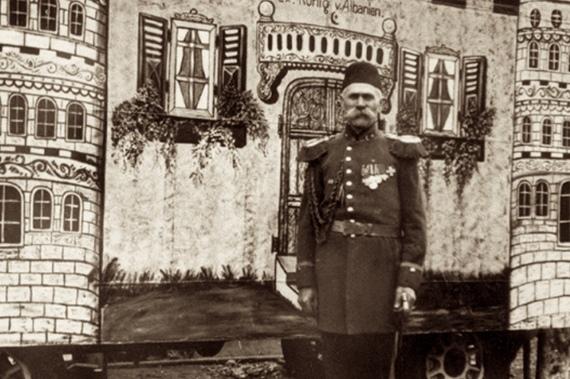 На фото: первый псевдо-король Албании, клоун Отто Витте.