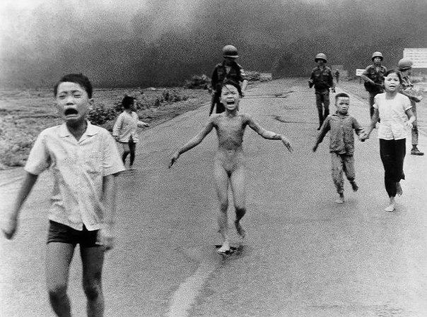 фото вьетнамской девочки убегающей от напалма