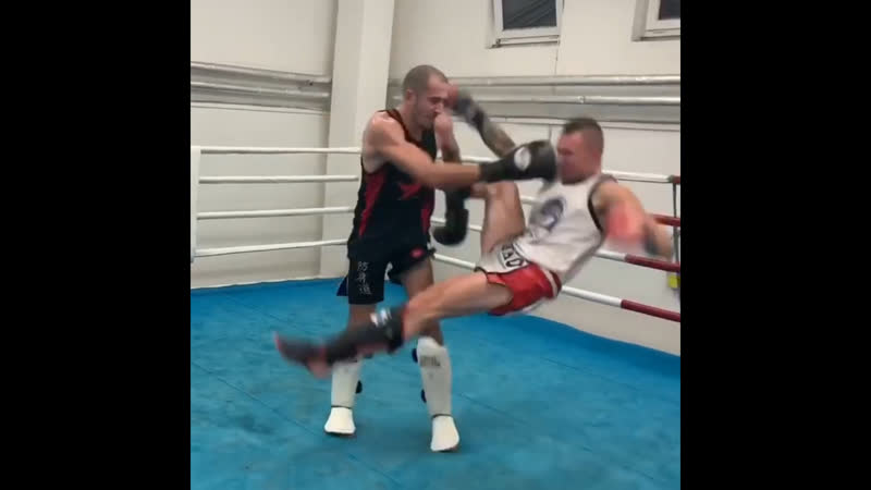 Дэйв Ледюк чемпион MLWC по бирманскому боксу спарринги в Чехии в рамках семинар тура