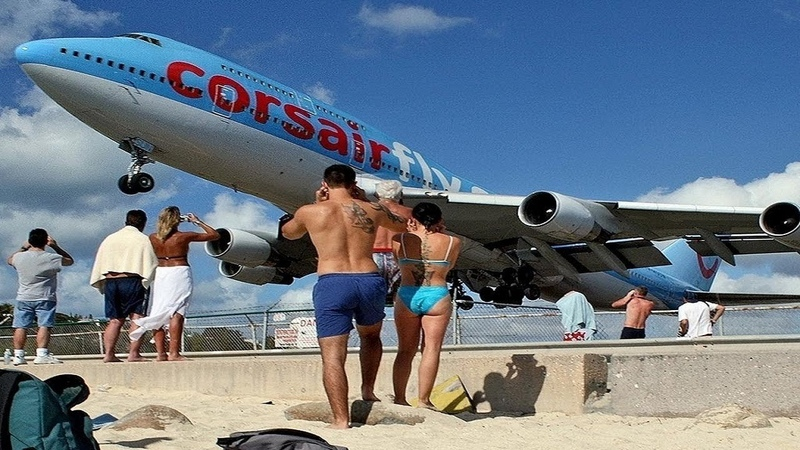 Низколетящие самолеты над пляжем Сен Мартен невероятные посадки Low flying aircraft