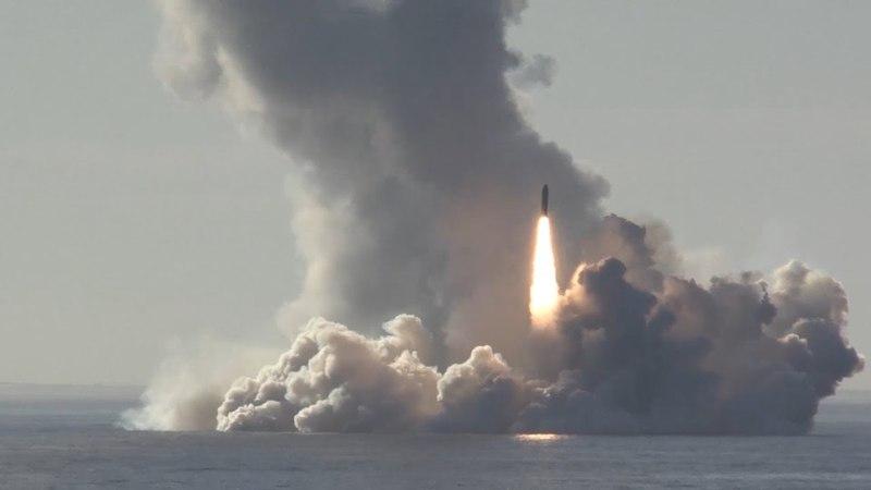 🇷🇺 Мощно и красиво весь мир обострался от кадров запуска баллистических ракет Булава с крейсера Юрий Долгорукий