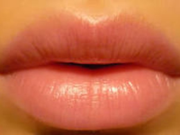 Губы сохнут и шелушатся Причина: Вашим губам не хватает влаги, либо вы поль