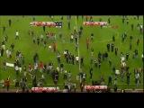 Beşiktaş - Galatasaray maçında büyük olaylar (ÇARŞI sahaya girdi)