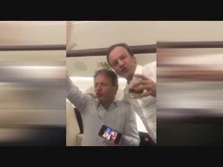 Дворкович, Ткачев и Тимакова распевают песни «Золотого кольца» на борту частного самолета в Сочи