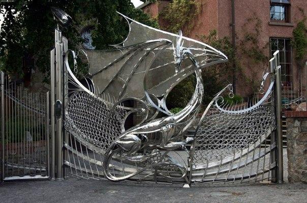 Необычные ворота на улице Дублина, Ирландия