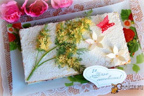 """Салат-торт """"Рыбка на вафле"""" Предлагаю вам необычное решение традиционного салата «Селедка под шубой», который я готовлю с применением вафельных коржей. Этот салат-торт эффектно смотрится на праздничном столе."""