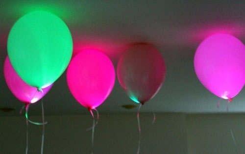 Изненада със светещи балони