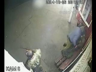 Відео новини - «ЛНР»: п'яні, озброєні бойовики б'ють місцевих | «Факти»