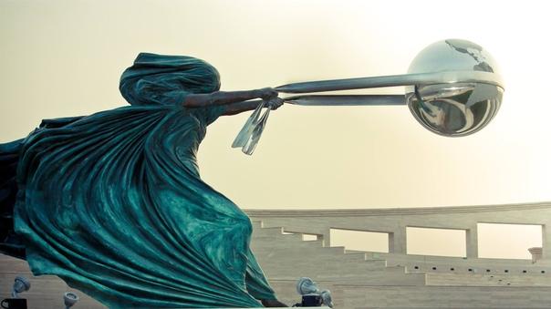 Искусство вне гравитации: скульптуры, над которыми не властны законы физики (Часть 1)