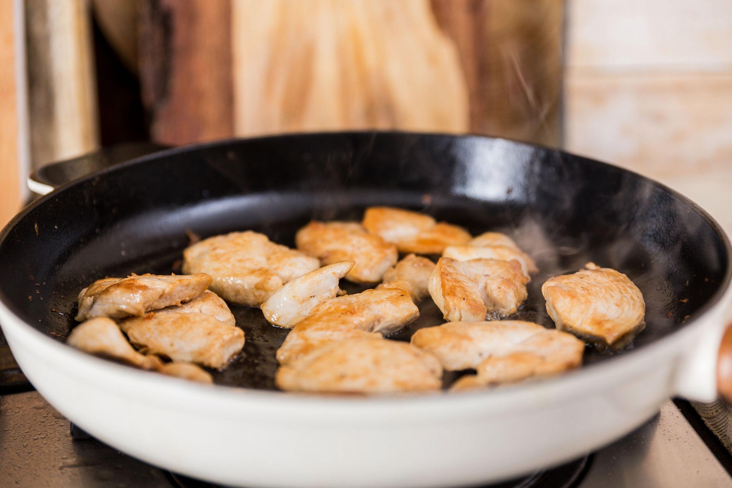 Курица по-индийски (карри) Ингредиенты: Куриное филе — 400 г Репчатый