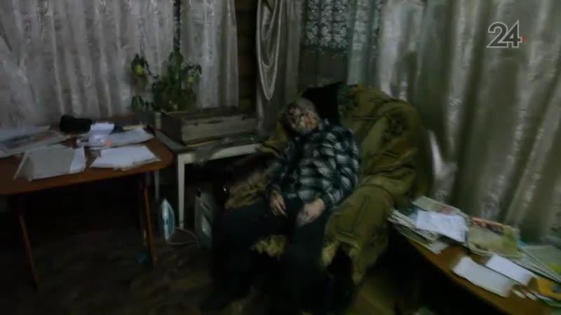 В РТ пьяный мужчина заколол соседа ножом а его знакомого избил табуреткой и зарезал