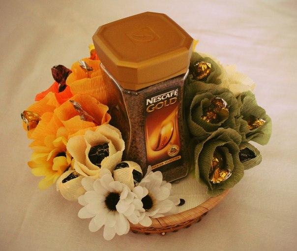 Подарок из кофе и конфет своими руками