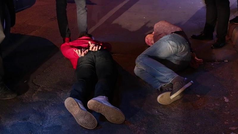В Киеве на Позняках посетитель стрелял в охрану L`Kafa: ранены двое мужчин