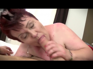 толстушка пышка бабушка в чулках волосатая киска большие сиськи получает член в попу и вагину секс порно анал зрелая