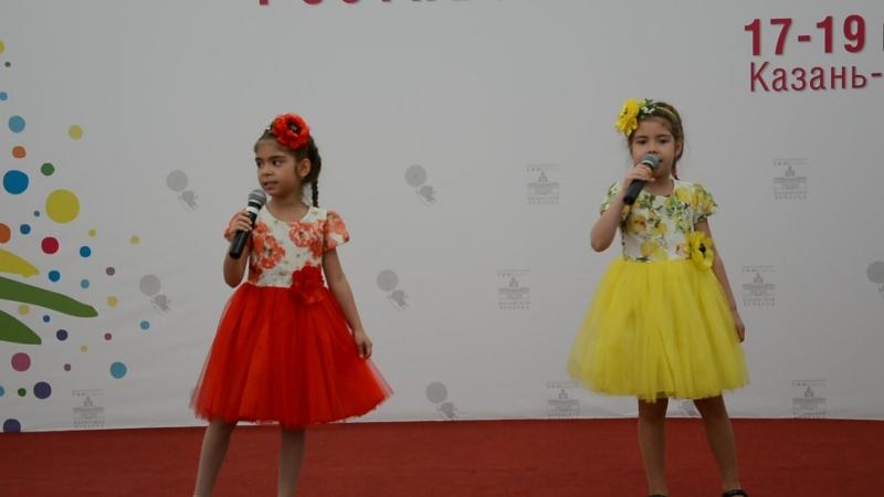 Сабирзяновы Софья и Злата. Песня Куда уходит детство