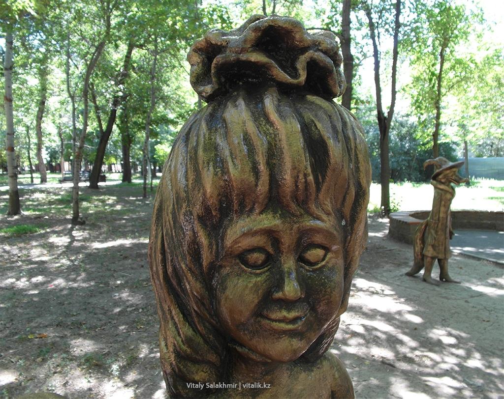 Страшная скульптура, Центральный Парк Алматы 2018