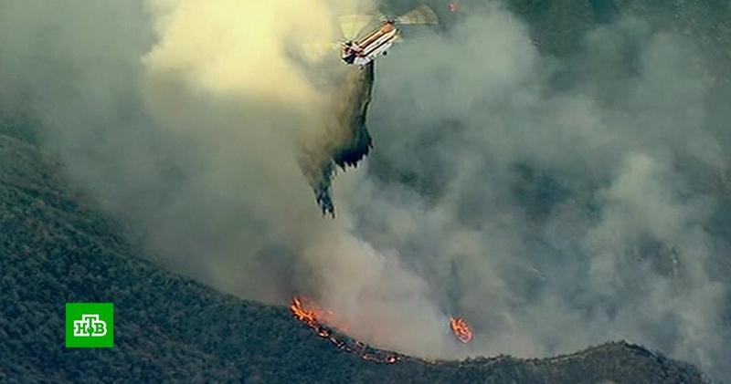 «Это катастрофа»: огненная стихия в Калифорнии продолжает наступать