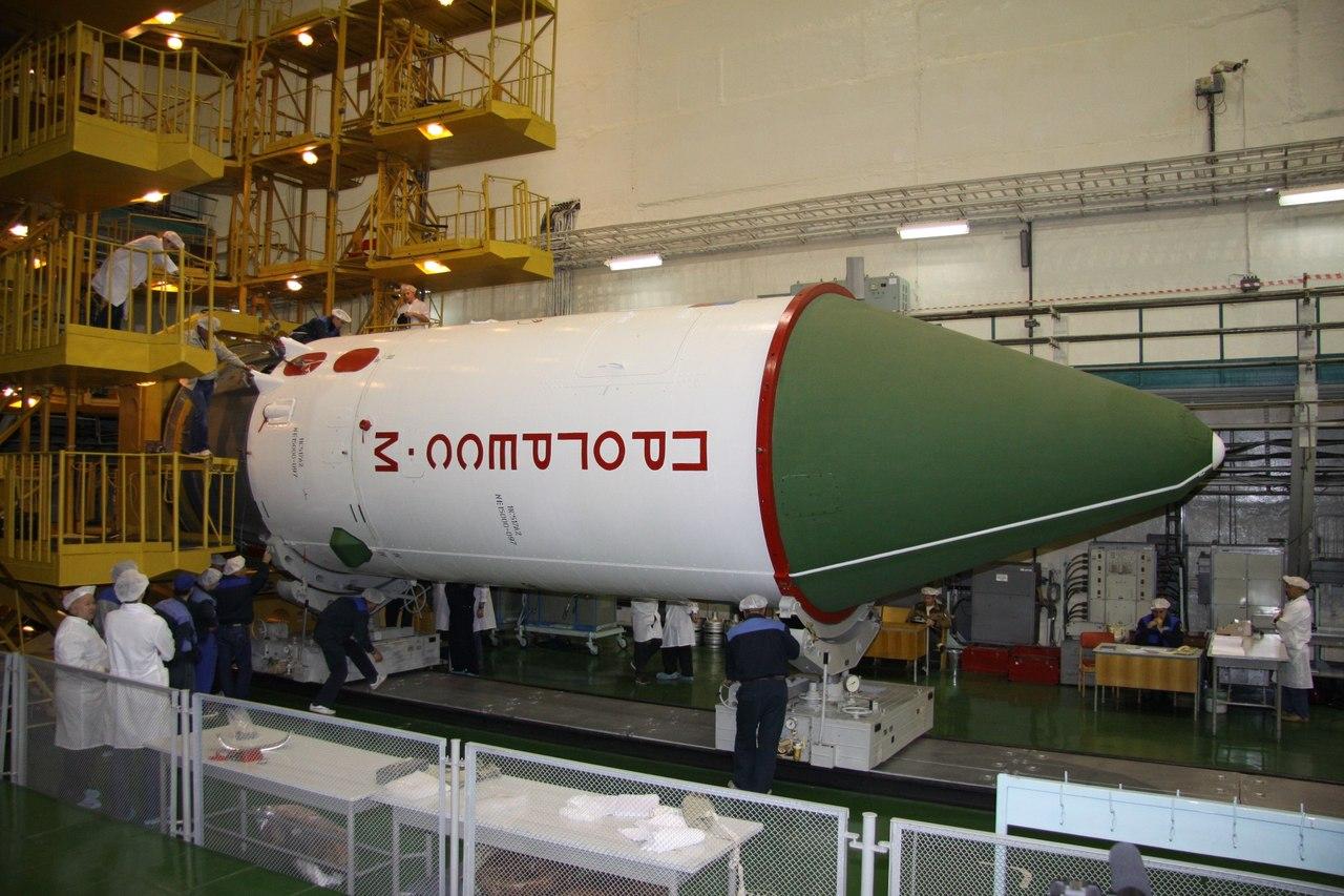 На ТГК «Прогресс М-21М» был установлен головной обтекатель