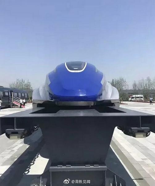 Поезд на магнитной подушке с максимальной скоростью 600 км/ч Поезд на магнитной подушке, скорость которого будет достигать 600 км/ч выпустили в Китае. Этот прототип, созданный компанией CRRC