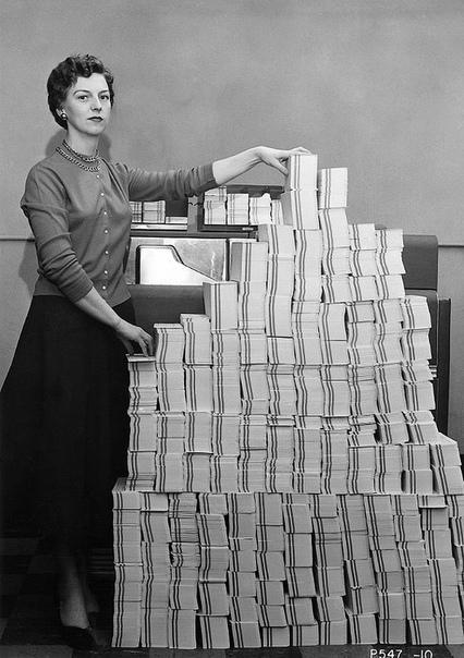 4,5 мегабайта данных в виде 62 500 перфокарт, 1955 год Один гигабайт информации, представленной в виде перфокарт, весил бы примерно 22