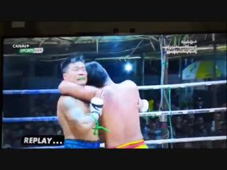 Бирманский бокс летхвей: нокаутирующий удар головой. Kayin State Day.