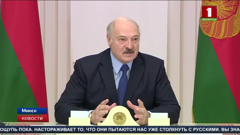 Александру Лукашенко вручили памятную медаль к 100-летию белорусской дипслужбы