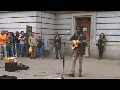 Beautifully plays the guitar and sings! No Woman, No Cry cover Reggae busker street performance!