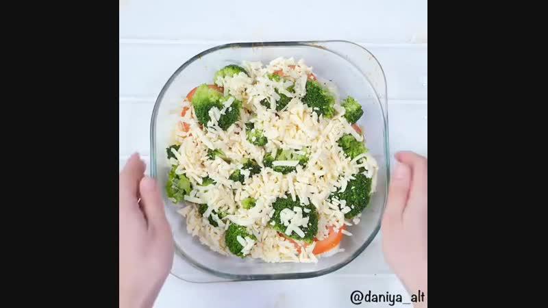 Запеченный минтай под сыром с овощами