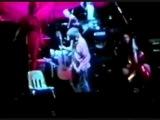 Курт Кобейн выгоняет фаната с концерта,за то что он лапает девушку.А Пэт и Крист смеются над ним(Фанатом).